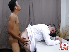Asian twink and Daddy having a anal sex