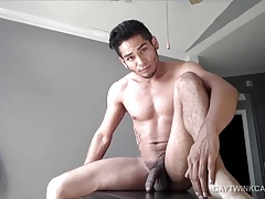 Amateur Damian Pumps Out a Big Load