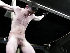 boy wird gefoltert