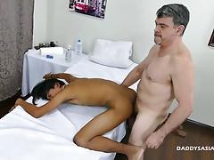 Daddy and 2 Twinks Bareback Threesome
