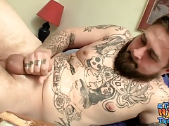 Bearded knob jockey Jacque Gosling has solo fun in bed