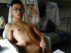 cute asian boy JO on webcam (2'29'')