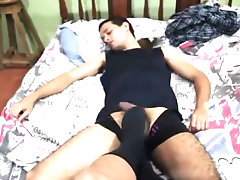 I WAKE HIM UP WITH A SOCKJOB UNTIL GETTING ALL HIS CUM